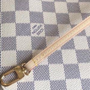 Louis Vuitton Bags - Louis Vuitton Neverfull Pochette